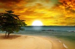 Meer und fantastischer Sonnenuntergang Lizenzfreies Stockfoto