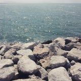 Meer und Felsen Stockfoto