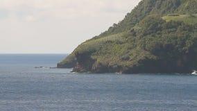 Meer und felsige Küste Kingstown, Heiliges Vincent und Grenadinen stock footage