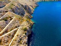 Meer und Hügel Lizenzfreies Stockfoto