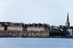 Meer und Heiliges-Malo in Frankreich Stockbild