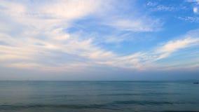 Meer und Himmel bei Rayong, Thailand stock video