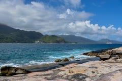 Meer und Himmel von Seychellen lizenzfreie stockfotos