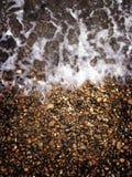Meer und Kiesel Lizenzfreie Stockfotos