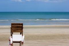 Meer und Lebenschutzstuhl Stockfotos
