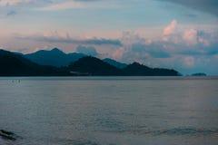 Meer und Welle auf weißem Sandstrand Koh Chang Trat thailand Lizenzfreie Stockfotografie