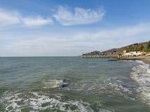 Meer und Wolken, Küste Sochi, Russland Stockfotografie