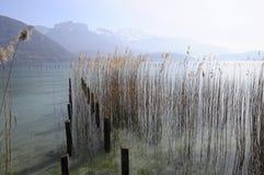 Meer van Annecy en Forclaz-berg, in Frankrijk Stock Foto's