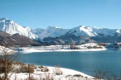 Meer van Campotosto, Abruzzo, Italië stock foto's