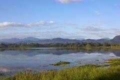 Meer van de Sri het lankan spiegel bij wasgamuwa nationaal park Stock Foto's