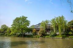 Meer van het Yangzhou het Slanke Westen op de tuinwaterkant Royalty-vrije Stock Afbeelding