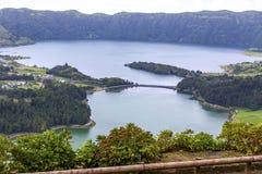 Meer van Sete Cidades op het eiland van Saomiguel, de Azoren, Portugal stock foto's