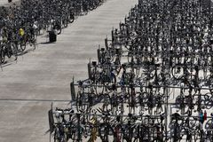 Meer von Fahrrädern vor Fahrradrennen in Madison Wisconsin lizenzfreies stockfoto