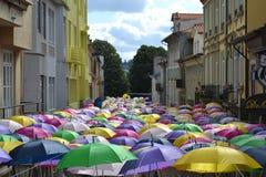 Meer von Regenschirmen Stockbild