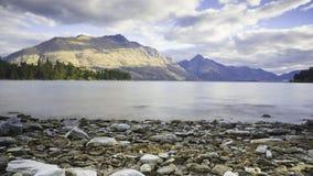 Meer Wakatipu, Nieuw Zeeland Stock Fotografie