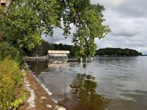 Meer Washington Shoreline met Dokken en Boten royalty-vrije stock foto
