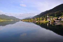 Meer Weissensee, Oostenrijk Stock Afbeeldingen