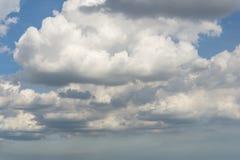 Meer wolken op blauwe hemel Royalty-vrije Stock Foto