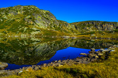 Meer ' Trilistnika ' , Één van de beroemde zeven meren in berg Rila Stock Afbeeldingen