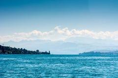 Meer Zürich met alpen Stock Afbeeldingen
