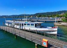Meer Zürich in Zwitserland zoals die van de stad van Zürich wordt gezien Royalty-vrije Stock Fotografie