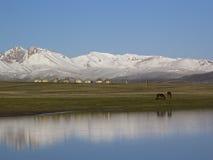 Meer zoon-Kul, Kyrgyzstan stock afbeelding