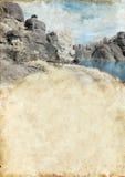 Meer in Zwarte Heuvels op Achtergrond Grunge Royalty-vrije Stock Afbeelding