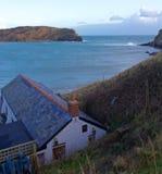 Meerblick über Haus von Lulworth-Bucht, Dorset, England Lizenzfreies Stockfoto