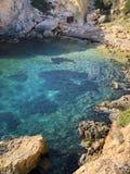 Meerblick, Ansicht der Türkisbucht und Steine stockfotos