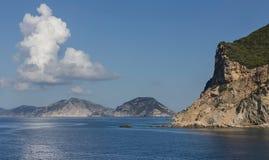 meerblick Ansicht des Meeres und der Berge Stockbilder