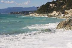 Meerblick auf der Küste von Varazze stockfoto