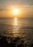 Meerblick bei Sonnenaufgang Stockfotos