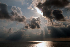 Meerblick mit Ray des Lichtes lizenzfreie stockfotografie