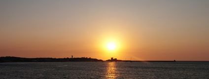 Meerblick am Sonnenuntergang Stockbild