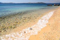 Meerblick von Ägäischem Meer mit Welle am sandigen Strand von Athos-Halbinsel, Chalkidiki, Griechenland lizenzfreie stockfotos