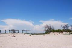 Meerblick von Asow-Meer Niemand auf dem Strand Belle côte stockfoto