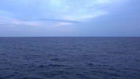 Meerblick während des Sonnenuntergangs stock footage