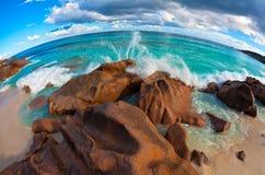 Meerblickansicht mit sehr große Steine Stockfoto