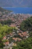 Meerblickdorf durch das Meer Stockfoto