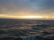 Meerblicksonnenaufgangdämmerung stockbild
