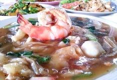 Meeresfrüchte gebratene Nudel mit einer großen Garnele Lizenzfreies Stockfoto