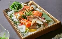 Meeresfrüchte und Salat Lizenzfreie Stockfotografie