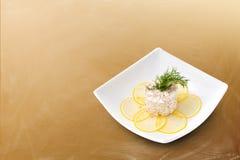 Meeresfrüchtesalat auf einem braunen Hintergrund Lizenzfreies Stockfoto