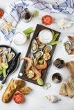Meeresfrüchtesnäcke: Garnele und Miesmuscheln lizenzfreie stockfotografie