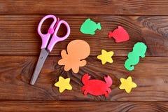 Meerestiere schnitten von farbigem Papier - Krake, Fisch, Starfish, Seahorse, Krabbe Kinderseetierkünste und -handwerk Stockbilder
