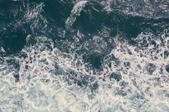 Meereswellenzusammenstoßen Stockfoto