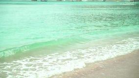 Meereswoge auf sandigem Strand stock video footage