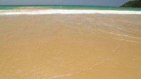 Meereswogebedeckungs-Wortreise geschrieben in Sand auf Strand stock video