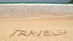 Meereswogebedeckungs-Wortreise geschrieben in Sand auf Strand stock footage