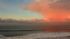Meereswogen bei Sonnenuntergang stock footage